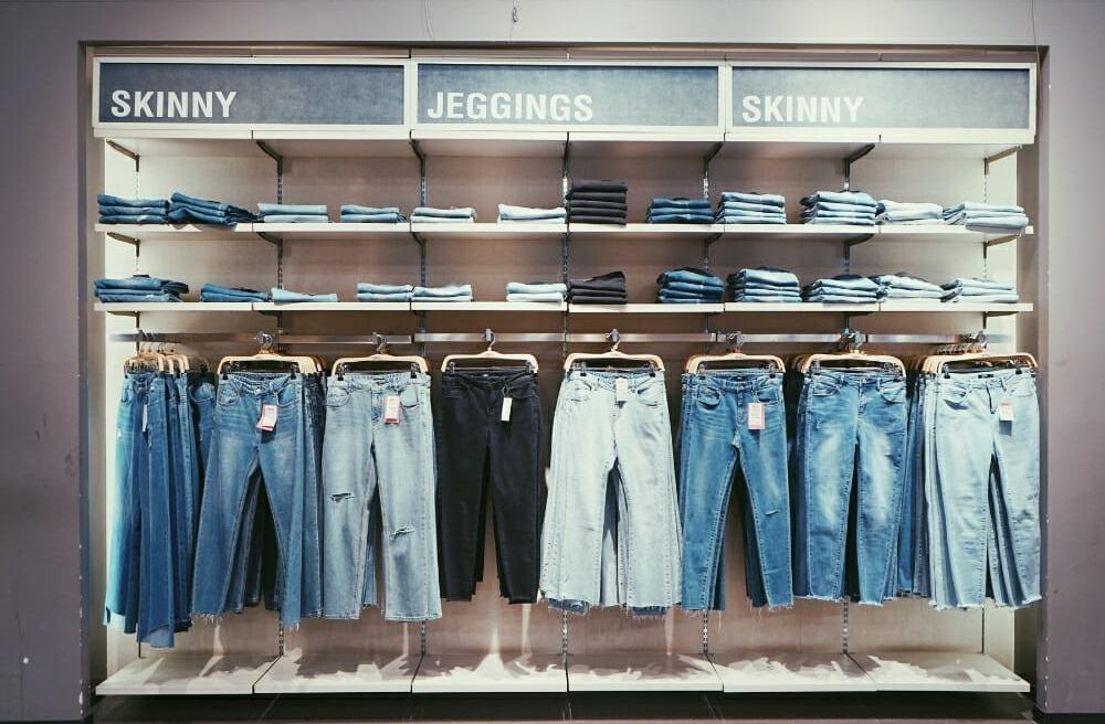 Không cần đồ hở, cô gái này vẫn chiếm spotlight vì mặc quần jean tôn dáng 10 điểm - hình ảnh 6