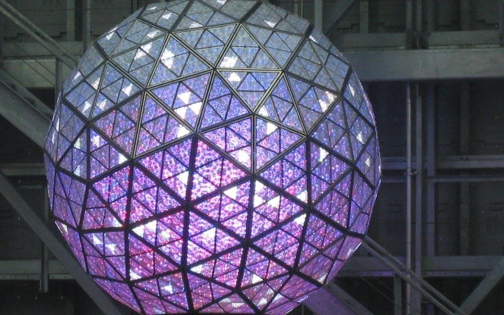 Tại sao đêm giao thừa, người Mỹ lại thả quả bóng khổng lồ tại Quảng trường Thời Đại? - hình ảnh 1