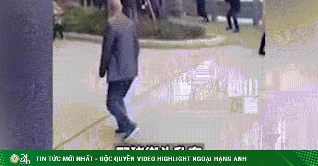 TQ: Video lợn rừng hung hãn thình lình xuất hiện giữa phố, dân nháo nhác chạy giữ mạng