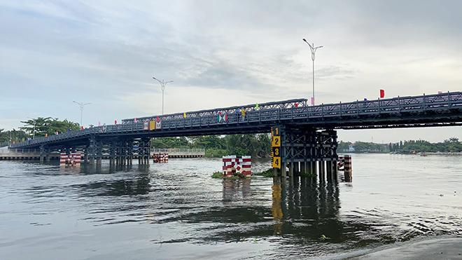 """Cầu sắt bạc tỷ nối 2 quận ở TP.HCM, xóa cảnh """"qua sông phải lụy đò"""" - hình ảnh 1"""
