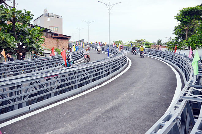 """Cầu sắt bạc tỷ nối 2 quận ở TP.HCM, xóa cảnh """"qua sông phải lụy đò"""" - hình ảnh 3"""