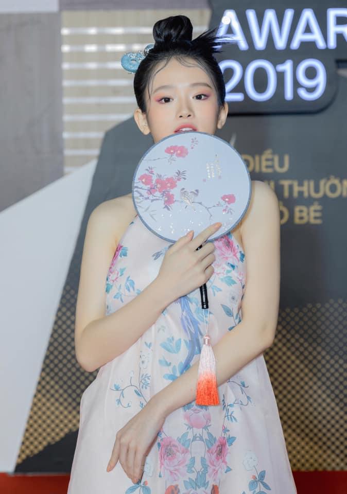 Linh Ka thu hút sự chú ý vào vòng 1 vì mặc váy lụa không nội y - hình ảnh 4