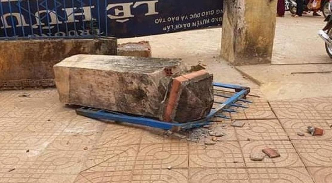 """Vụ sập cổng trường học sinh chết tức tưởi: Chủ tịch UBND tỉnh chỉ đạo """"nóng"""" - hình ảnh 1"""