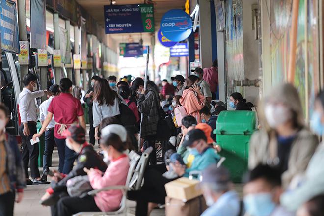 """Phố phường """"ngộp thở"""" chiều cuối năm 2020, người Sài Gòn hãi hùng """"bò"""" trên đường - hình ảnh 10"""