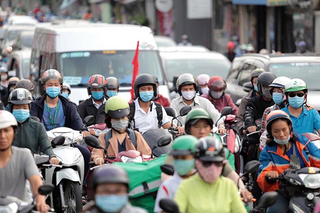 """Phố phường """"ngộp thở"""" chiều cuối năm 2020, người Sài Gòn hãi hùng """"bò"""" trên đường - hình ảnh 3"""