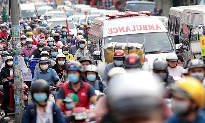 """Phố phường """"ngộp thở"""" chiều cuối năm 2020, người Sài Gòn hãi hùng """"bò"""" trên đường - hình ảnh 4"""