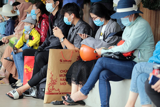 """Phố phường """"ngộp thở"""" chiều cuối năm 2020, người Sài Gòn hãi hùng """"bò"""" trên đường - hình ảnh 7"""