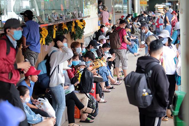 """Phố phường """"ngộp thở"""" chiều cuối năm 2020, người Sài Gòn hãi hùng """"bò"""" trên đường - hình ảnh 9"""