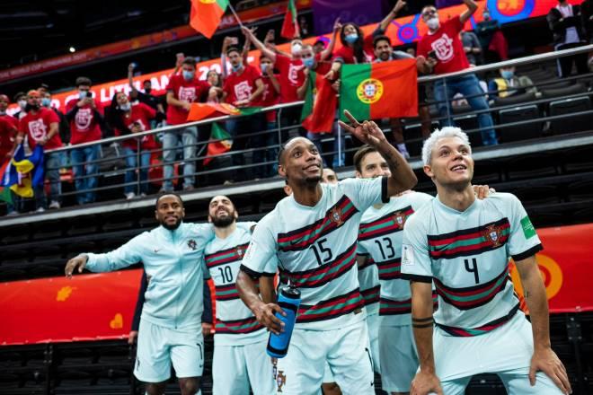 2 anh hào vào chung kết Futsal World Cup: Đồng hương Messi - Ronaldo đối đầu - 3