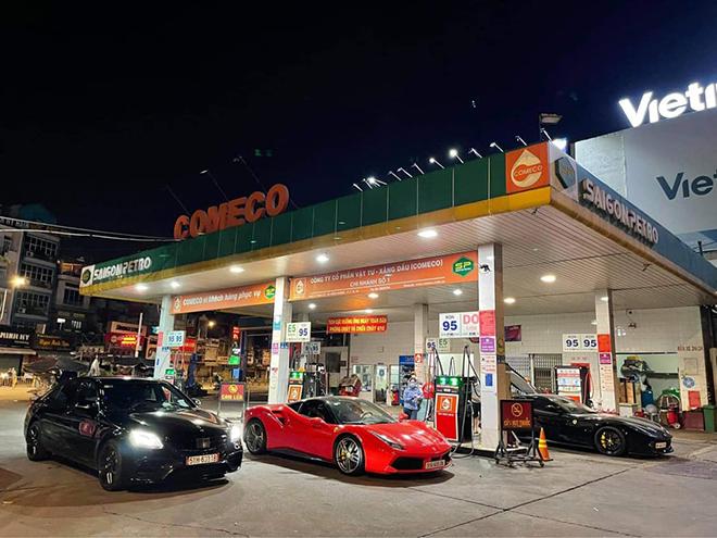 Các đại gia Sài Gòn đem siêu xe ra đường