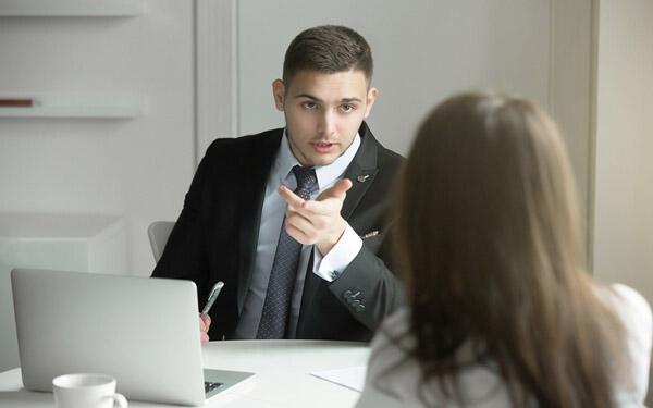 Làm gì khi bị đồng nghiệp nói xấu sau lưng? - 3
