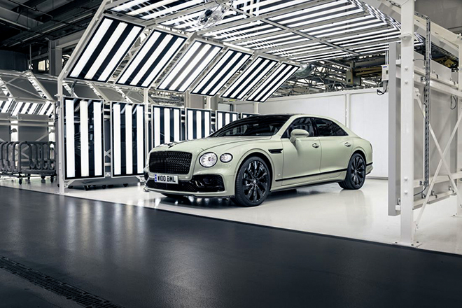 Ngắm màu sơn 100 năm tuổi có mặt trên xe Bentley thế hệ mới - 1