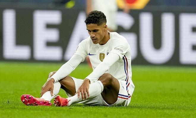 Tin mới nhất chấn thương của Varane: Lỡ đại chiến Leicester, MU lo sốt vó - 1