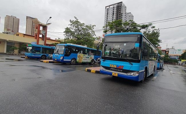 Bất ngờ hình ảnh bến xe khách ở Hà Nội sau khi vận tải hành khách được mở lại - 9