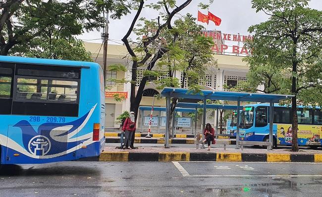 Bất ngờ hình ảnh bến xe khách ở Hà Nội sau khi vận tải hành khách được mở lại - 5